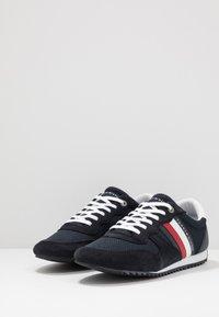 Tommy Hilfiger - ESSENTIAL RUNNER - Sneakersy niskie - blue - 2
