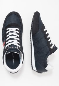 Tommy Hilfiger - ESSENTIAL RUNNER - Sneakersy niskie - blue - 1
