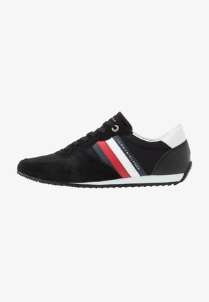 ESSENTIAL RUNNER - Zapatillas - black