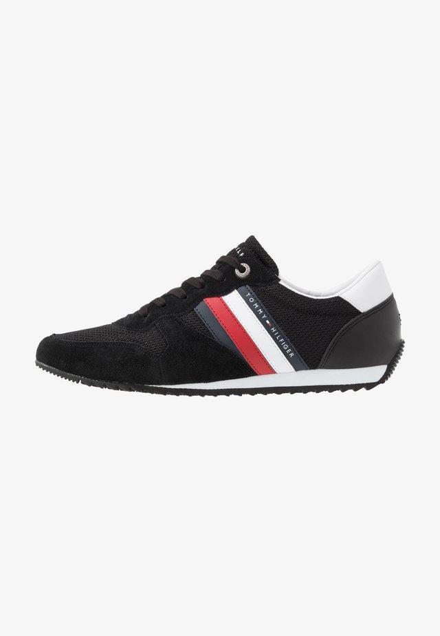 ESSENTIAL RUNNER - Sneakersy niskie - black
