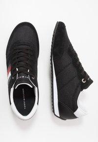 Tommy Hilfiger - ESSENTIAL RUNNER - Sneakersy niskie - black - 1