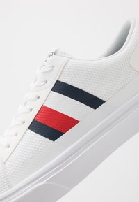 Tommy Hilfiger - LIGHTWEIGHT - Trainers - white