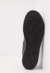 Tommy Hilfiger - LIGHTWEIGHT - Sneakersy niskie - black - 4