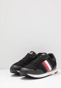 Tommy Hilfiger - CORPORATE RUNNER - Sneakersy niskie - black - 2