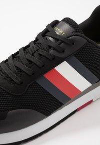 Tommy Hilfiger - CORPORATE RUNNER - Sneakersy niskie - black - 5