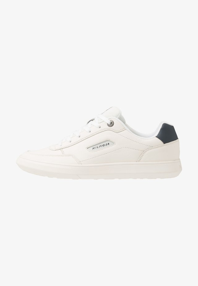 ESSENTIAL COURT - Trainers - white
