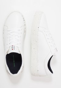 Tommy Hilfiger - SUSTAINABLE APPLESKIN SNEAKER - Tenisky - white - 1