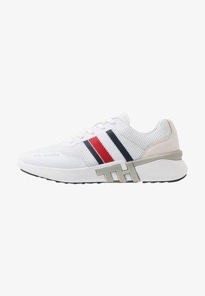 LIGHTWEIGHT CORPORATE RUNNER - Sneakers - white