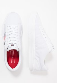 Tommy Hilfiger - LIGHTWEIGHT STRIPES - Sneakers basse - white - 1