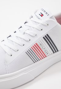Tommy Hilfiger - LIGHTWEIGHT STRIPES - Sneakers basse - white - 5