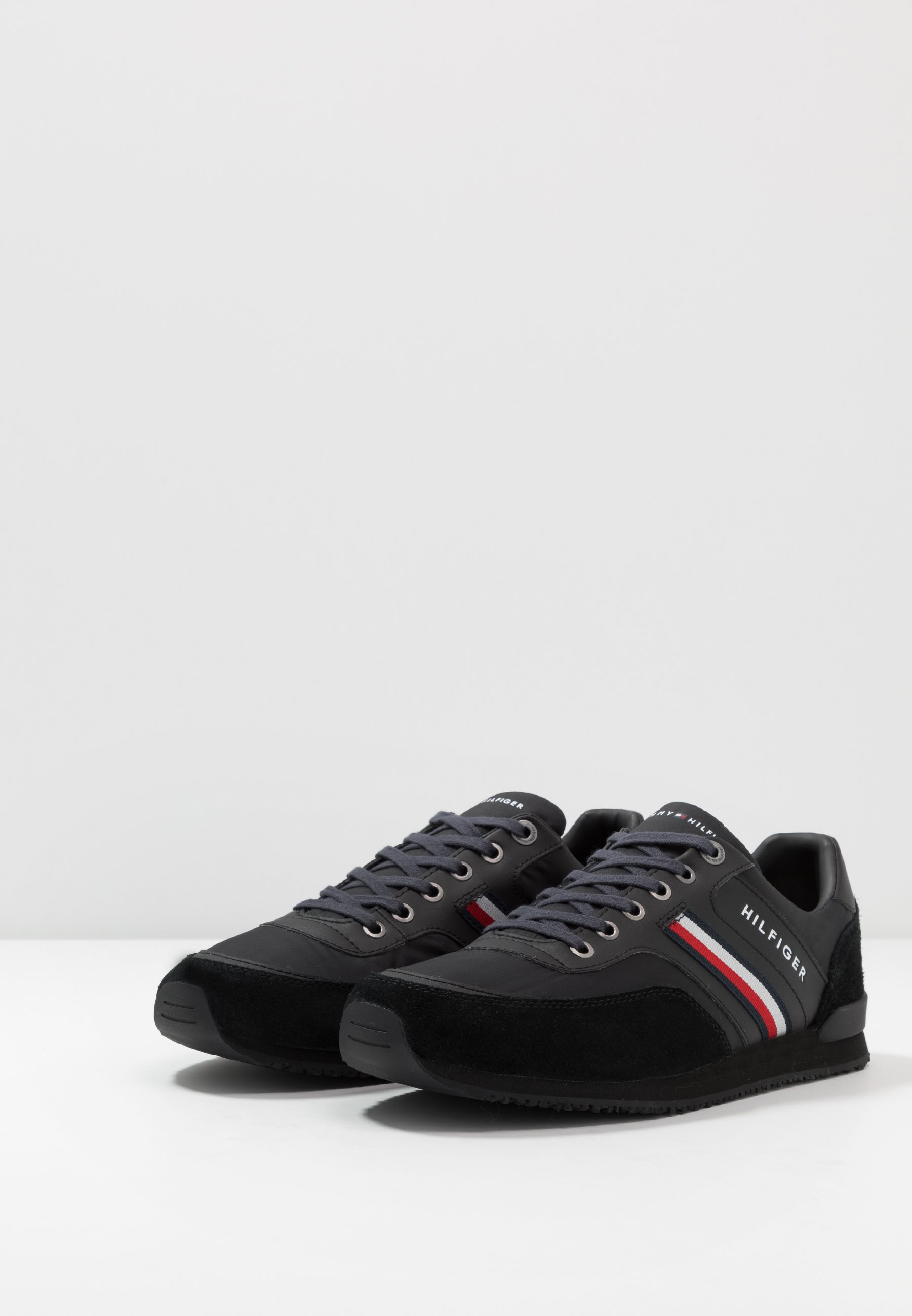 ICONIC RUNNER Sneakers laag black