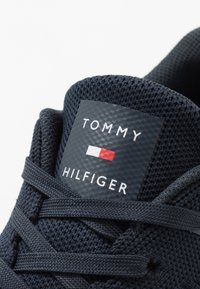 Tommy Hilfiger - CORPORATE RUNNER - Sneakers basse - blue - 5