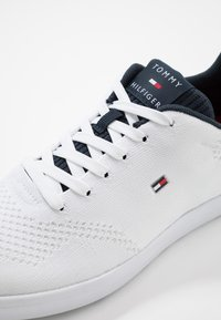 Tommy Hilfiger - LIGHTWEIGHT CUPSOLE - Sneakers laag - white - 5
