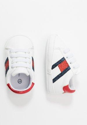 Chaussons pour bébé - white/blue/red