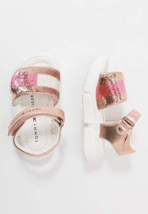 Sandalias - rose gold