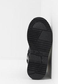 Tommy Hilfiger - BOOT - Šněrovací kotníkové boty - black - 5