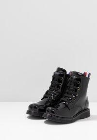Tommy Hilfiger - BOOT - Šněrovací kotníkové boty - black - 3