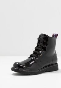 Tommy Hilfiger - Šněrovací kotníkové boty - black - 2