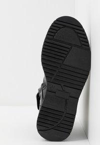 Tommy Hilfiger - Šněrovací kotníkové boty - black - 4