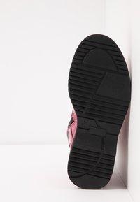Tommy Hilfiger - Šněrovací kotníkové boty - fuchsia - 4