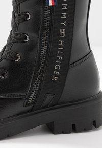 Tommy Hilfiger - Botas con cordones - black - 5