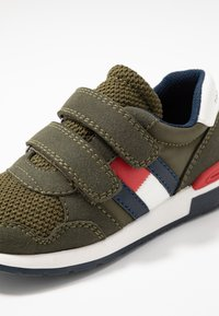 Tommy Hilfiger - Sneakers laag - green - 5