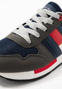 Tommy Hilfiger - Sneakers laag - grey/blue - 2