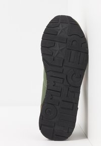 Tommy Hilfiger - Sneakers laag - green - 4
