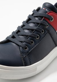 Tommy Hilfiger - Matalavartiset tennarit - blue - 5