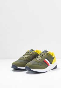 Tommy Hilfiger - Trainers - military green - 3