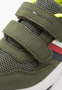 Tommy Hilfiger - Sneakers laag - military green - 2