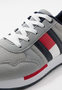 Tommy Hilfiger - Sneakers laag - grey - 2