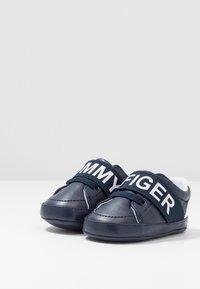 Tommy Hilfiger - Chaussons pour bébé - blue/white - 3