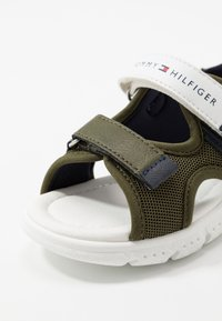 Tommy Hilfiger - Chodecké sandály - military green/white - 2