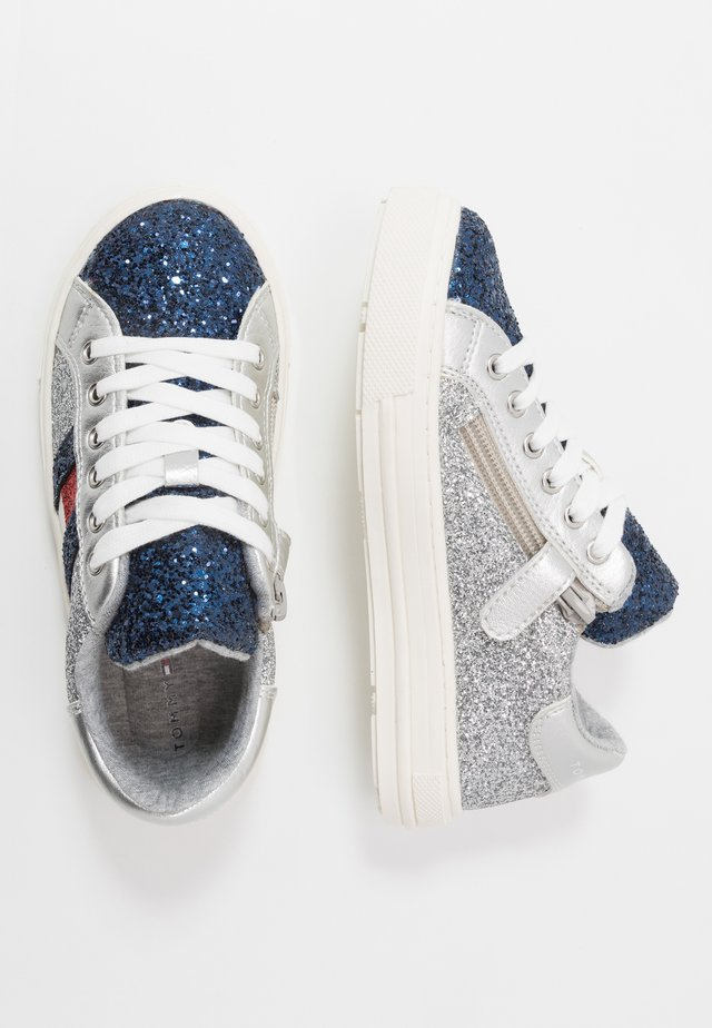 Trainers - blue/silver/red