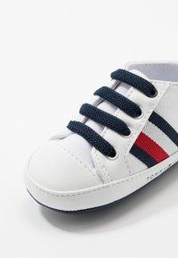 Tommy Hilfiger - Chaussons pour bébé - white - 3