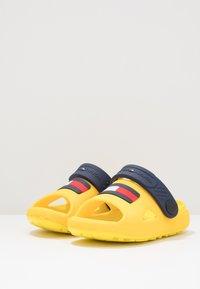 Tommy Hilfiger - Sandales de bain - yellow - 3