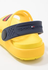 Tommy Hilfiger - Sandales de bain - yellow - 2