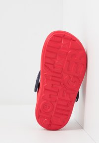 Tommy Hilfiger - Chanclas de baño - red - 5