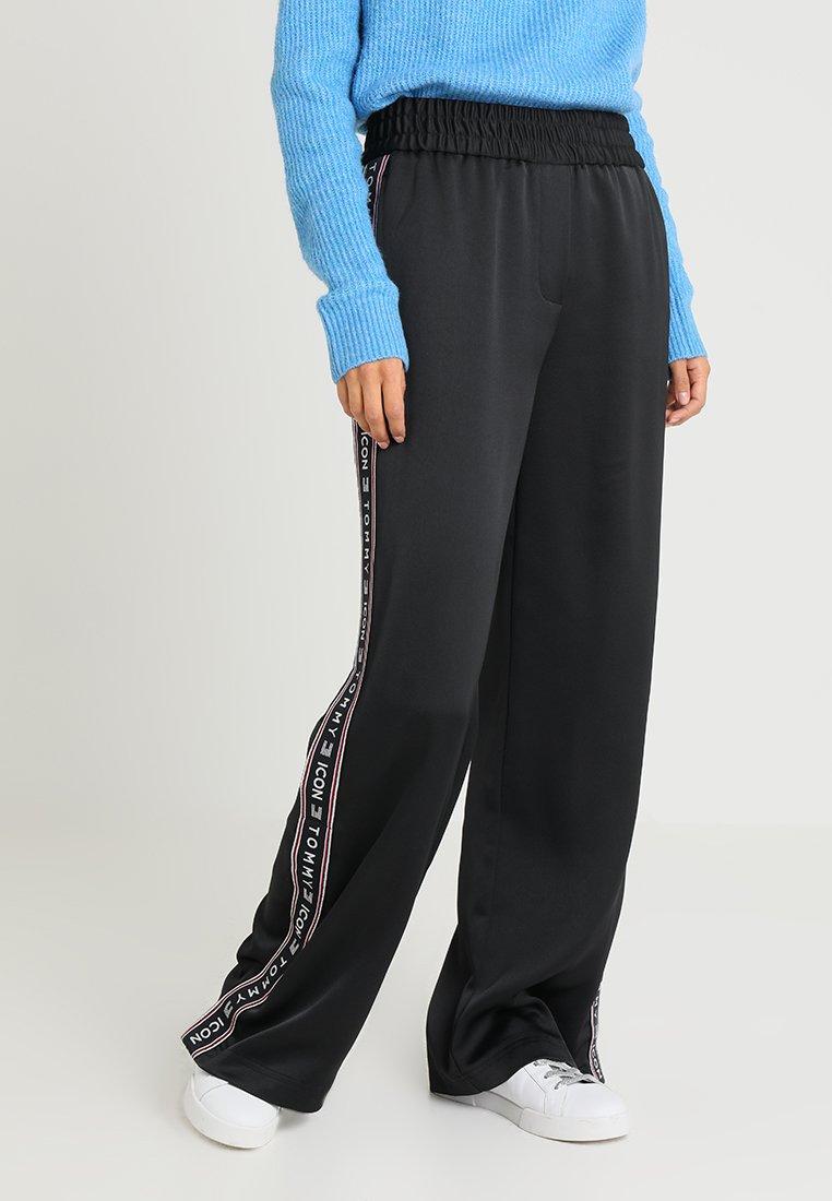 Tommy Hilfiger - ICON ALINA FLARED CREPE PANT - Pantaloni - black