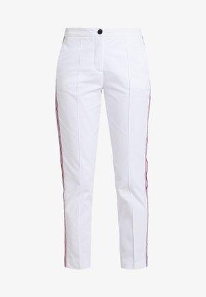 ESSENTIAL  - Slim fit jeans - white