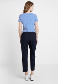 Tommy Hilfiger - ESSENTIAL PULL ON PANT - Pantalon classique - blue