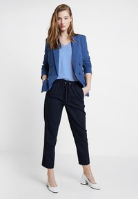 Tommy Hilfiger - ESSENTIAL PULL ON PANT - Pantalon classique - blue - 1