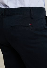 Tommy Hilfiger - HERITAGE - Chino - midnight - 5