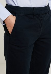 Tommy Hilfiger - HERITAGE - Chino - midnight - 3