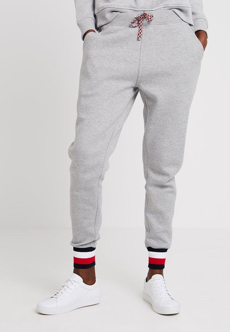 Tommy Hilfiger - HERITAGE PANTS - Teplákové kalhoty - light grey