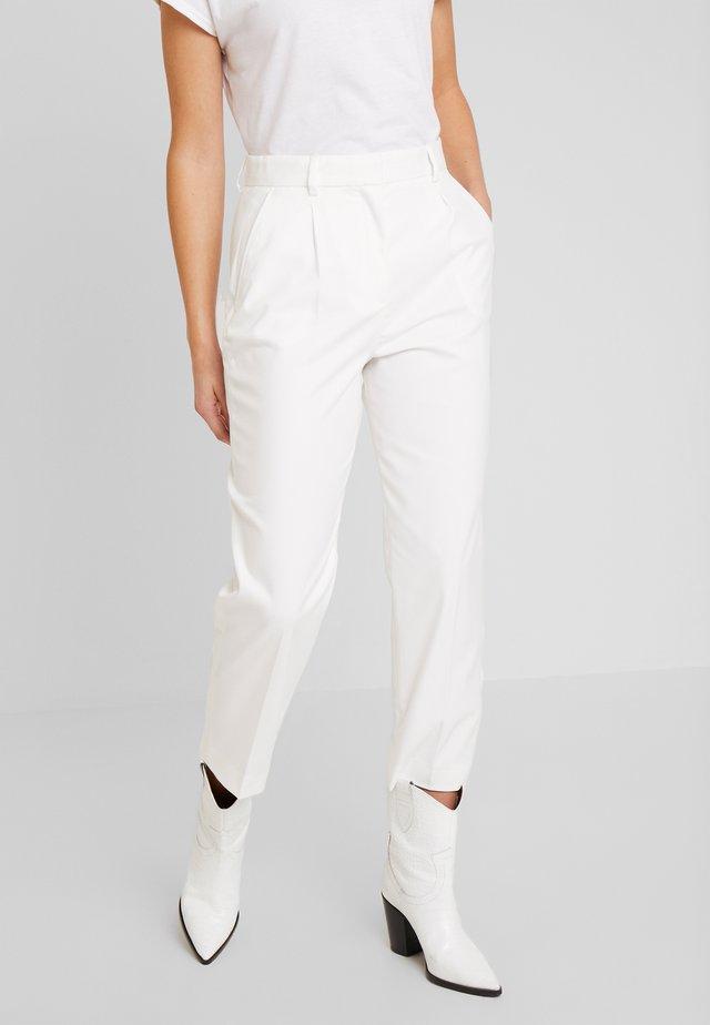 ESSENTIAL FLANNEL PANT - Spodnie materiałowe - ecru