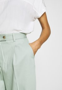 Tommy Hilfiger - TAPERED PANT - Pantalon classique - sea mist mint - 4