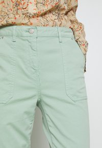 Tommy Hilfiger - COTTON STRETCH CARGO SKINNY PANT - Chinos - sea mist mint - 4