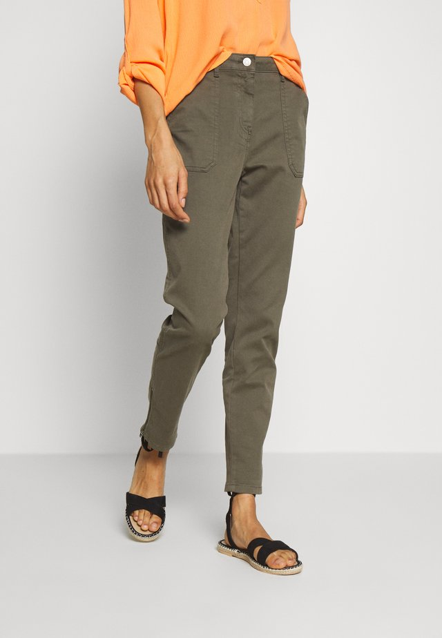COTTON STRETCH CARGO SKINNY PANT - Chino - army green
